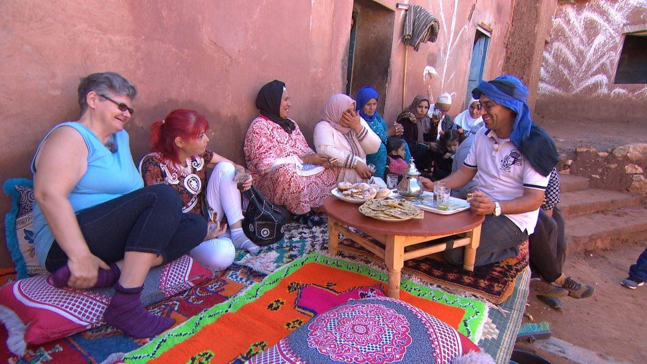In Tunesien laufen die letzten Hochzeitsvorbereitungen von Andrea und Ayman ... - Bildquelle: ATV