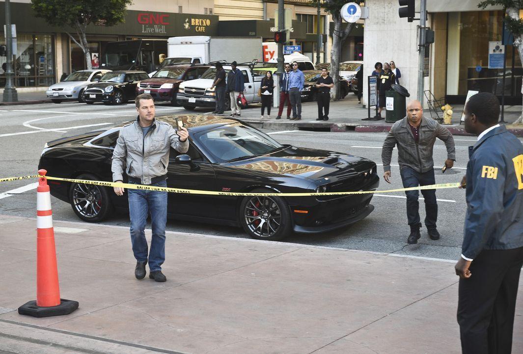 Callen (Chris O'Donnell, l.) und Sam (LL Cool J, M.) müssen ein Kind retten, bevor es zu spät ist. Doch werden sie es rechtzeitig schaffen? - Bildquelle: 2016 CBS Broadcasting, Inc. All Rights Reserved.
