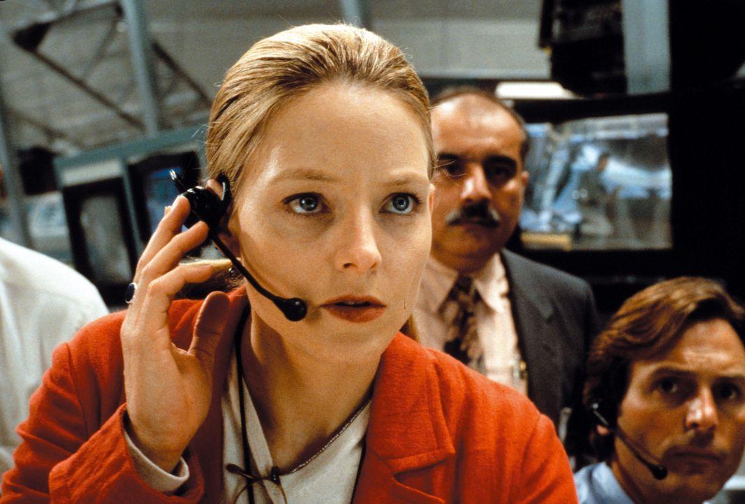 Sind wir Menschen allein im Universum? Mit dieser Frage beschäftigt sich seit ihrer Kindheit die brillante Astronomin Ellie Arroway (Jodie Foster). - Bildquelle: Warner Bros. Pictures