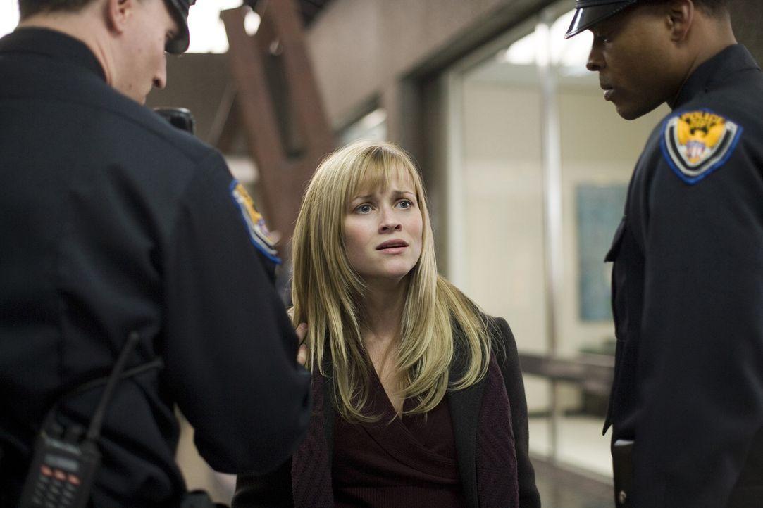 Als ihr Mann spurlos verschwindet, setzt Isabella (Reese Witherspoon) alle Hebel in Bewegung, um ihn ausfindig zu machen. Da findet Isabella heraus,... - Bildquelle: Warner Brothers