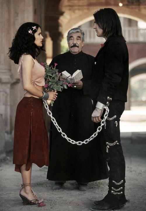 Unzertrennlich: El Mariachi (Antonio Banderas, r.) und seine Geliebte (Salma Hayek, l. ) ... - Bildquelle: Columbia Pictures Corporation