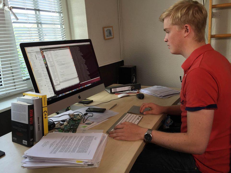 Als seine Eltern endlich ihre alte Technik im Wohnzimmer abschaffen wollen, kommt dem 19-jährigen Finn Plotz (Foto) die Geschäftsidee, die ihn zum M... - Bildquelle: kabel eins