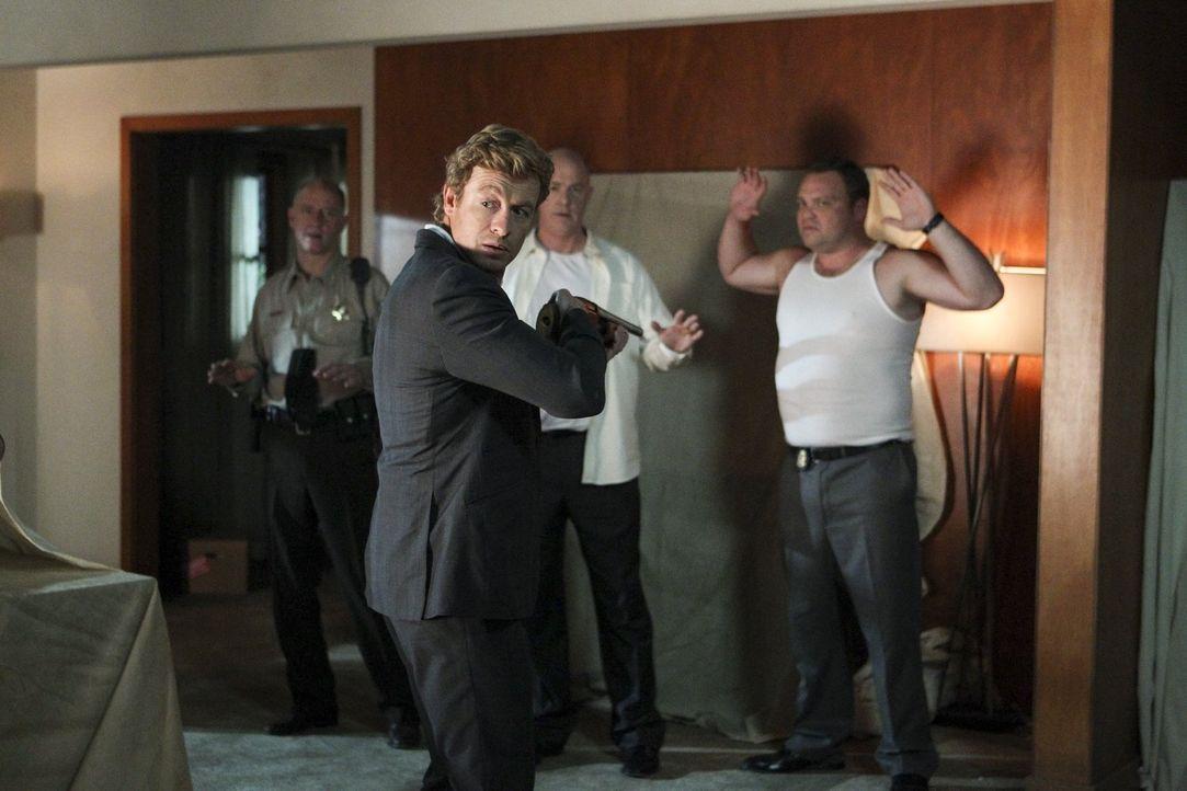 Die von Red John ermordete Kira Tinsley hat Patrick Jane vor ihrem Tod anvertraut, dass Red John eine Tätowierung mit 3 Punkten auf seiner Schulter... - Bildquelle: Warner Bros. Television