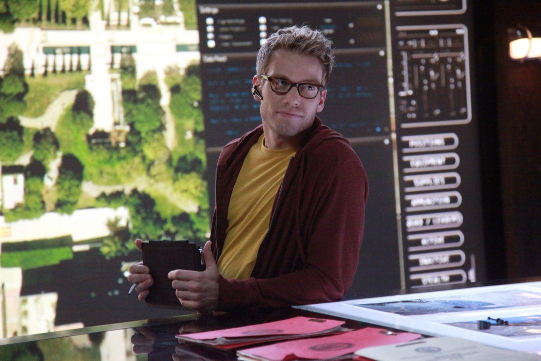 Steht dem Team bei den Ermittlungen bei: Eric (Barrett Foa) ... - Bildquelle: CBS Studios Inc. All Rights Reserved.