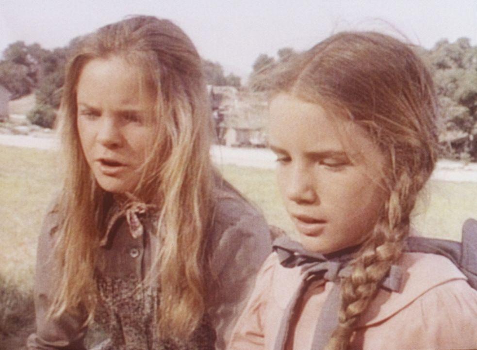 Laura (Melissa Gilbert, r.) muss sich um die kranke Nellie kümmern und braucht deshalb die Hilfe ihrer Schwester Mary (Melissa Sue Anderson, l.) f - Bildquelle: Worldvision