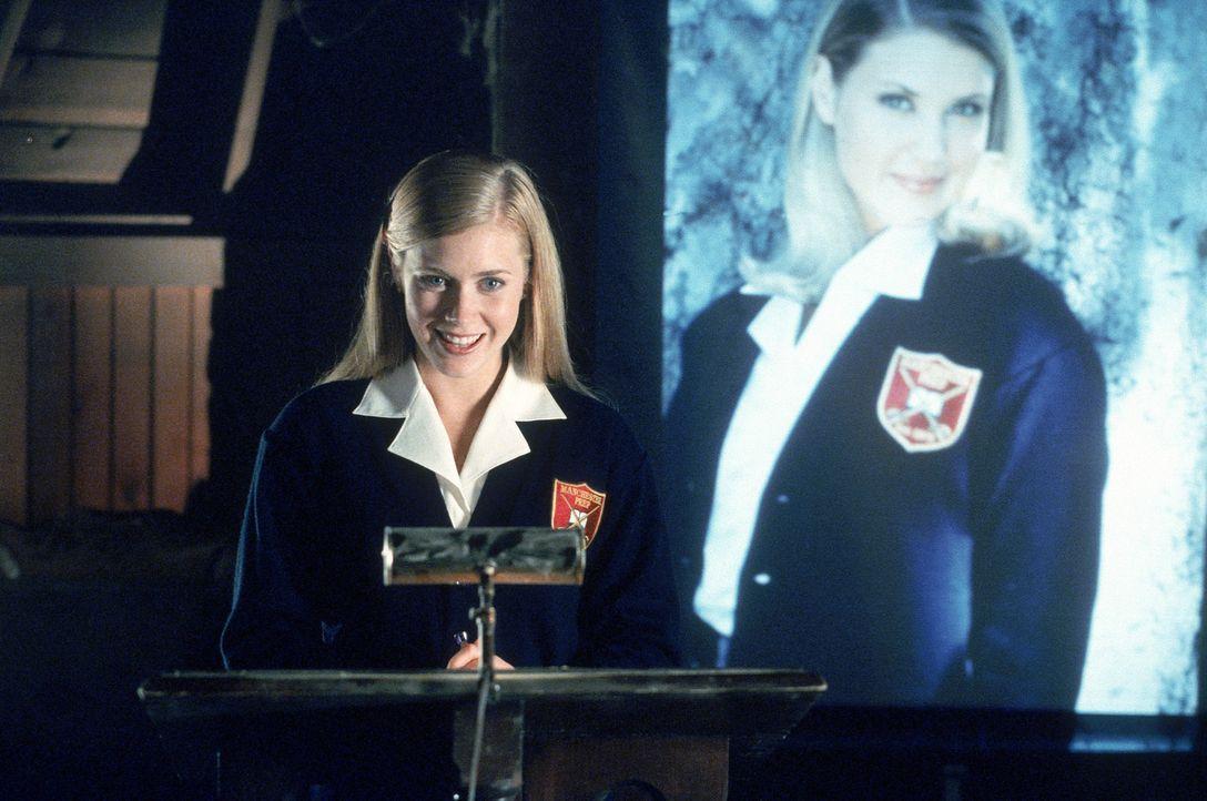 Unglücklicherweise muss Danielle die Schuljahres-Eröffnungsrede von Kathryn (Amy Adams) unterbrechen. Ein gnadenloser Rachefeldzug nimmt seinen La... - Bildquelle: 2005 Sony Pictures Television International. All Rights Reserved.