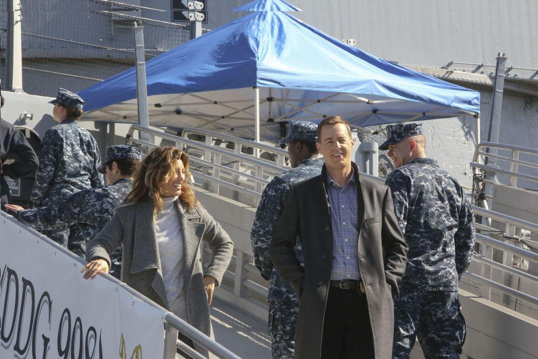 Als Quinn (Jennifer Esposito, l.) und McGee (Sean Murray, 2.v.r.) einen alten Fall neu aufrollen, machen sie an Bord der Marine eine äußerst mysteri... - Bildquelle: Patrick McElhenney 2016 CBS Broadcasting, Inc. All Rights Reserved / Patrick McElhenney