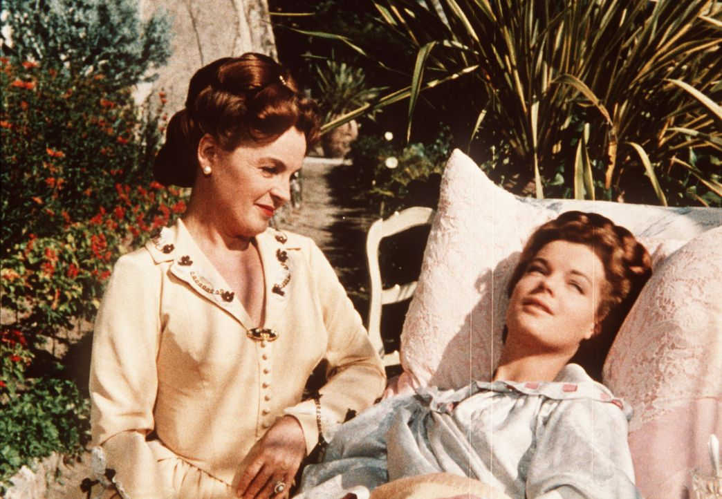 Die Pläne der jungen Kaiserin Sissi (Romy Schneider, r.) werden durchkreuzt, als sie wegen eines Lungenleidens in den Süden zu ihrer Mutter Herzog... - Bildquelle: UFA-Filmverleih