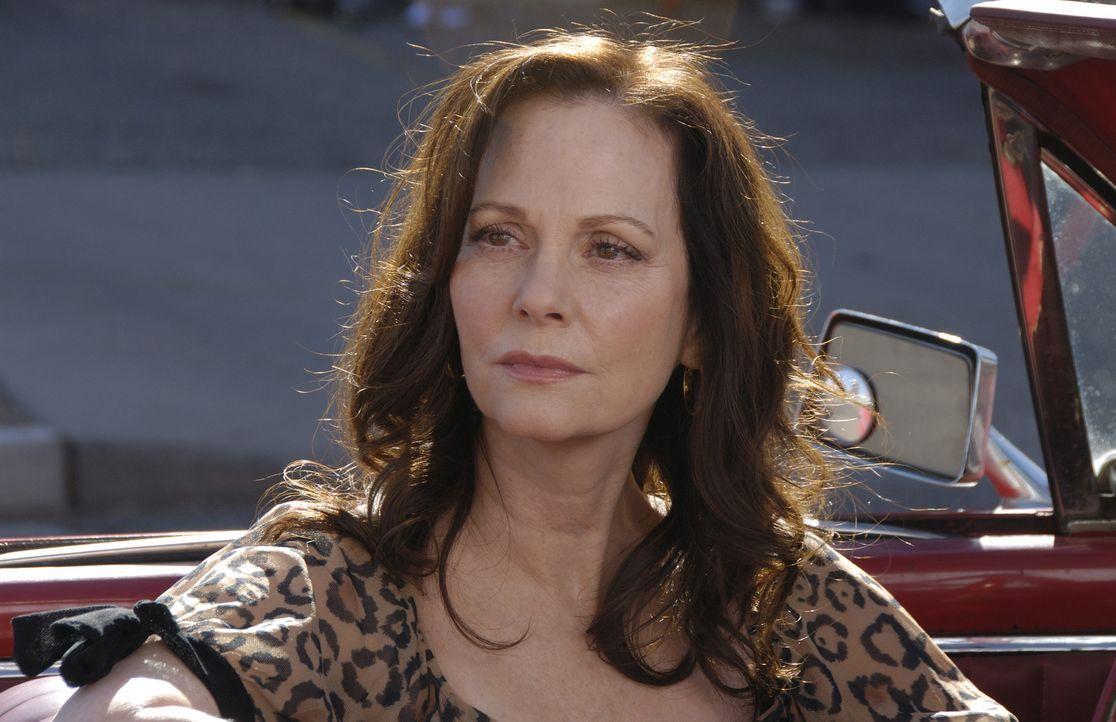 Jinx Shannon (Lesley Ann Warren) macht sich große Sorgen um ihre Tochter, die in Schwierigkeiten zu stecken scheint. - Bildquelle: Ursula Coyote USA Network