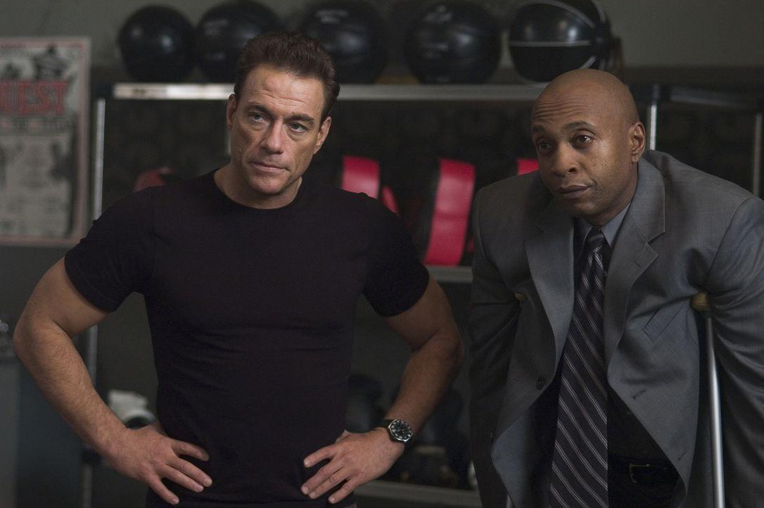 Eines Tages wird Philip Sauvage (Jean-Claude Van Damme, l.), ehemals Mitglied einer Desert Storm-Spezialeinheit, engagiert, um den ehemaligen Schwer... - Bildquelle: Sony Pictures Television International