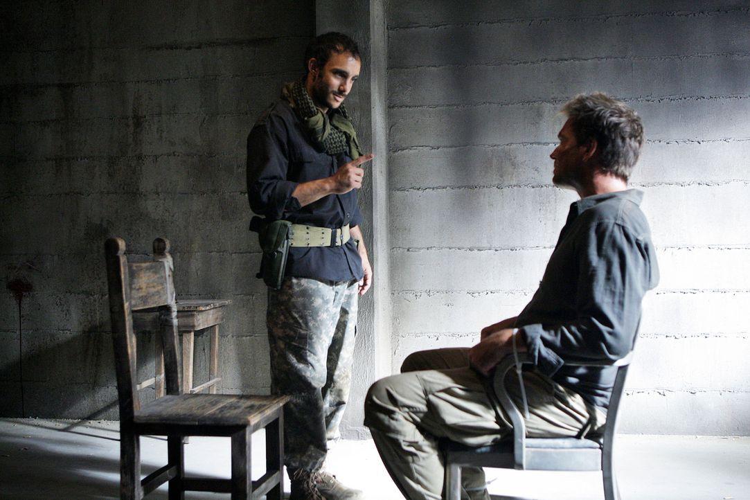 Um Ziva zu finden, die am Horn von Afrika gefangen genommen wurde, reisen Tony (Michael Weatherly, r.) und McGee nach Nordafrika und lassen sich mit... - Bildquelle: CBS Television