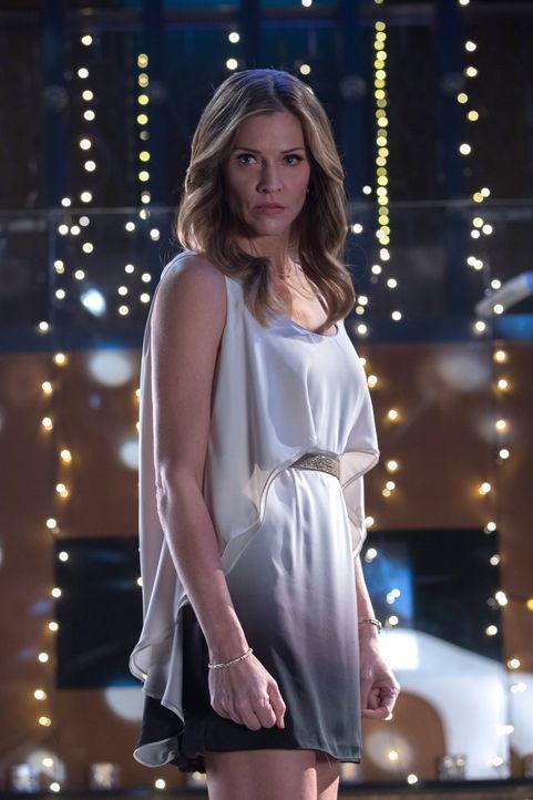Während Lucifer Charlotte (Tricia Helfer) und den angeblichen Gott zusammenbringt, weiht Amenadiel Maze in ihre Pläne ein ... - Bildquelle: 2016 Warner Brothers