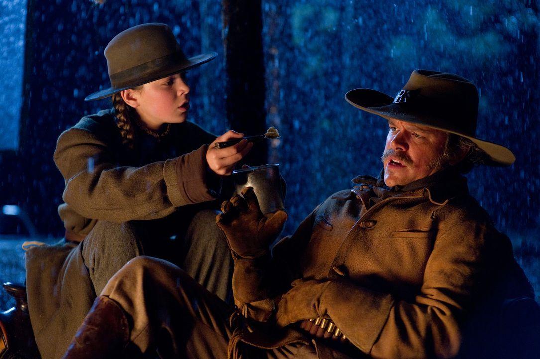 Wer hätte das gedacht, aber der kernige Texas Ranger LaBoeuf (Matt Damon, r.) scheitert an dem eisernen Willen einer 14-Jährigen. Mattie (Hailee Ste... - Bildquelle: (2010) PARAMOUNT PICTURES. All rights reserved.