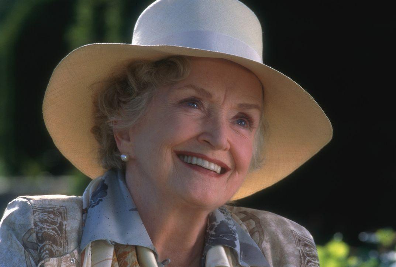 Kann Martha nicht leiden: Jacksons Großmutter Alice Baring (Nina Foch) ... - Bildquelle: 1998 TriStar Pictures, Inc. All Rights Reserved.