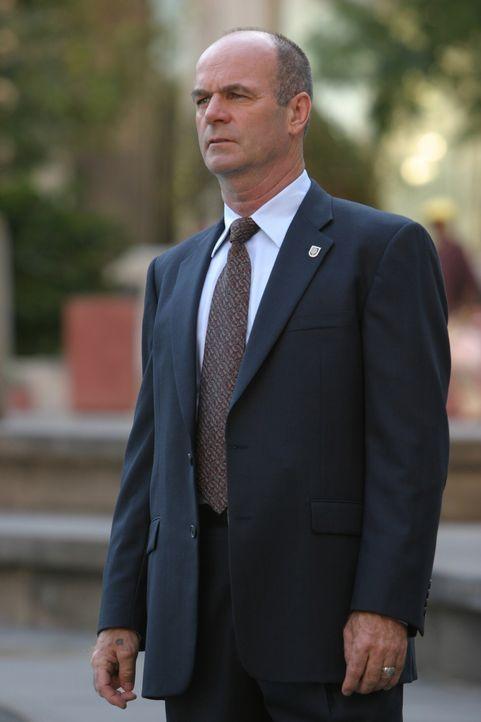 Auf einer heißen Spur: John (John Finn) ... - Bildquelle: Warner Bros. Television