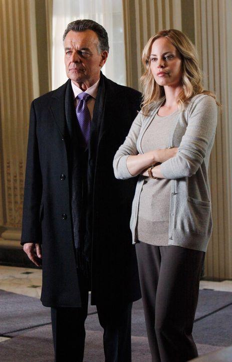Haben Bobby Fox (Ray Wise, l.) und Maggie Vega (Chandra West, r.) etwas zu verbergen? - Bildquelle: ABC Studios