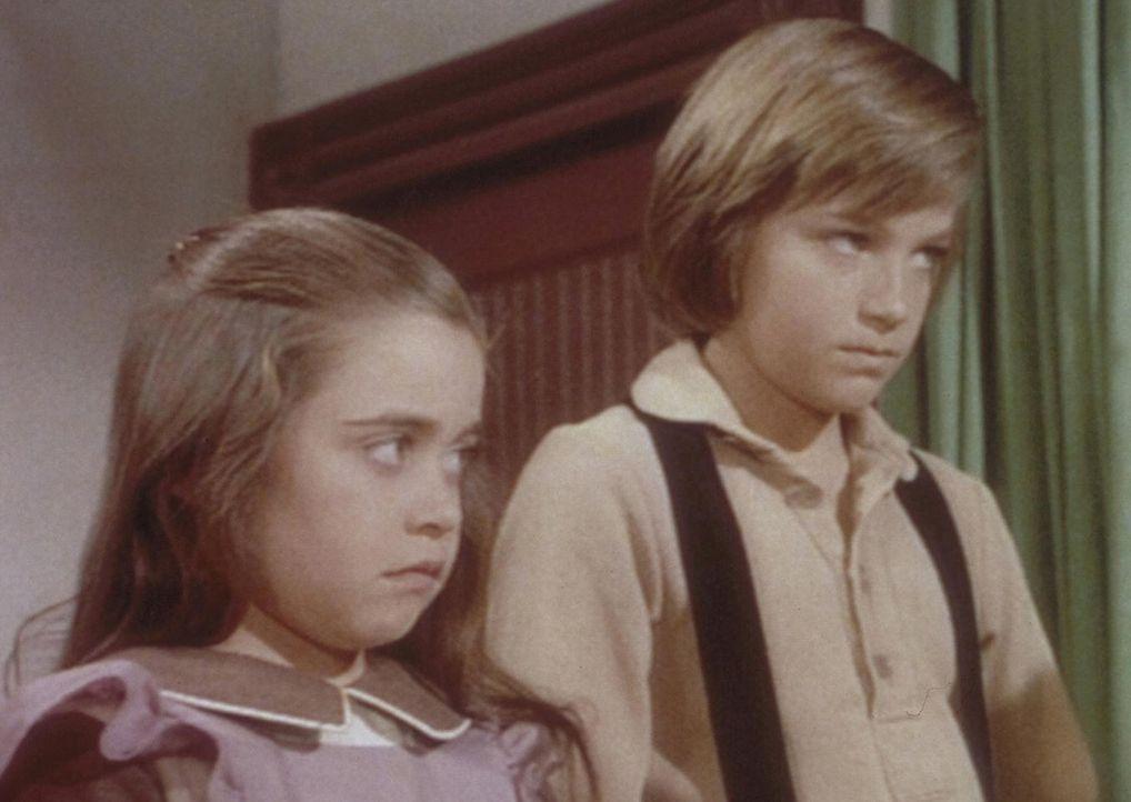 Ihre neue Eltern können James (Jason Bateman, r.) und Cassandra (Missy Francis, l.) nichts recht machen. Schon lange vor Schulbeginn müssen sie au... - Bildquelle: Worldvision
