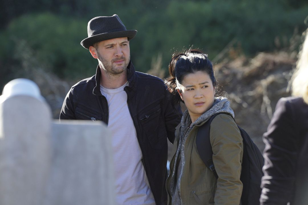 Wird die Ehe zwischen Toby (Eddie Kaye Thomas, l.) und Happy (Jadyn Wong, r.) durch ihren neuen Auftrag in Gefahr gebracht? - Bildquelle: Richard Cartwright 2017 CBS Broadcasting, Inc. All Rights Reserved.