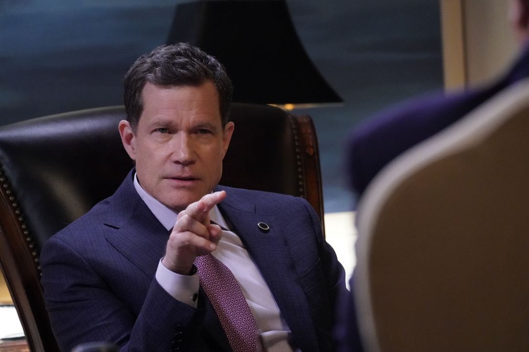 Mayor Peter Chase (Dylan Walsh) - Bildquelle: Patrick Harbron 2019 CBS Broadcasting Inc. All Rights Reserved. / Patrick Harbron