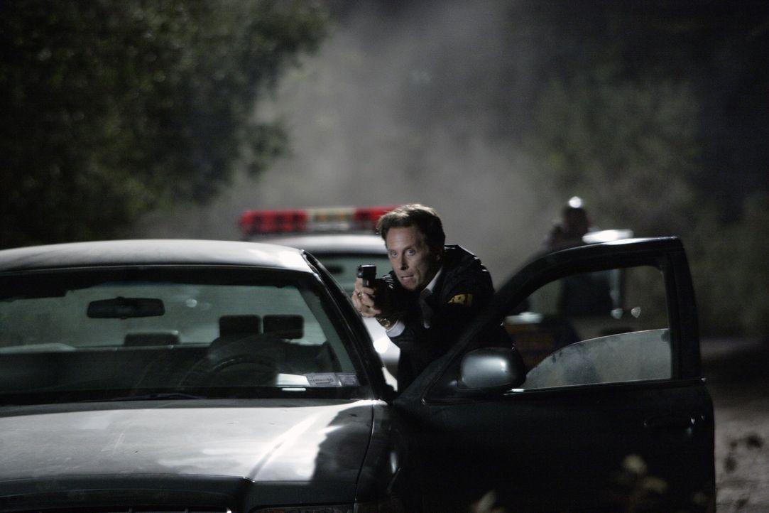 Medina (Steven Weber) will sich mit dem aktuellen Fall profilieren, um auf der Karriereleiter nach oben zu steigen ... - Bildquelle: Warner Bros. Entertainment Inc.