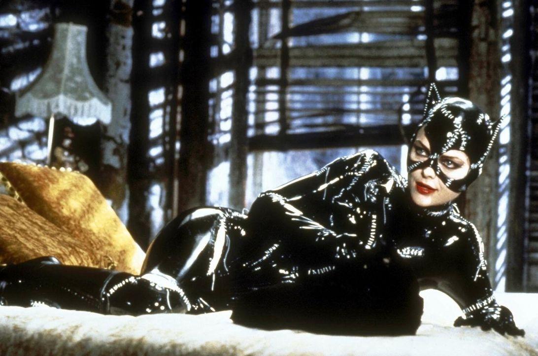 Die trickreiche Catwoman (Michelle Pfeiffer) hat ein unergründliches Geheimnis ... - Bildquelle: Warner Bros.