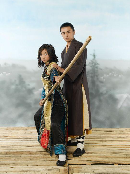 Shen (Shin Koyamada, r.) behauptet, dass Wendy Wu (Brenda Song, l.) eine Reinkarnation einer uralten Kriegerin ist ... - Bildquelle: Buena Vista International Television