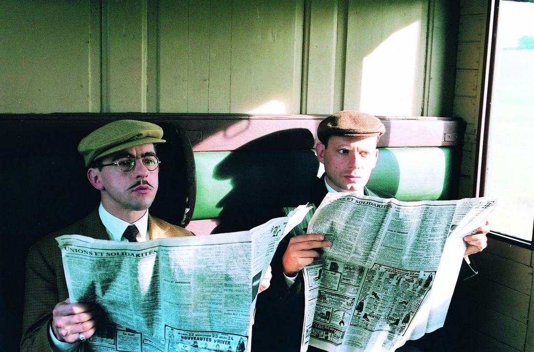 Der Journalist Sainclair (Jean-Noël Brouté, l.) ist mit seinem Vorgesetzten Joseph Rouletabille (Denis Podalydès, r.) unterwegs zu einem spektaku...