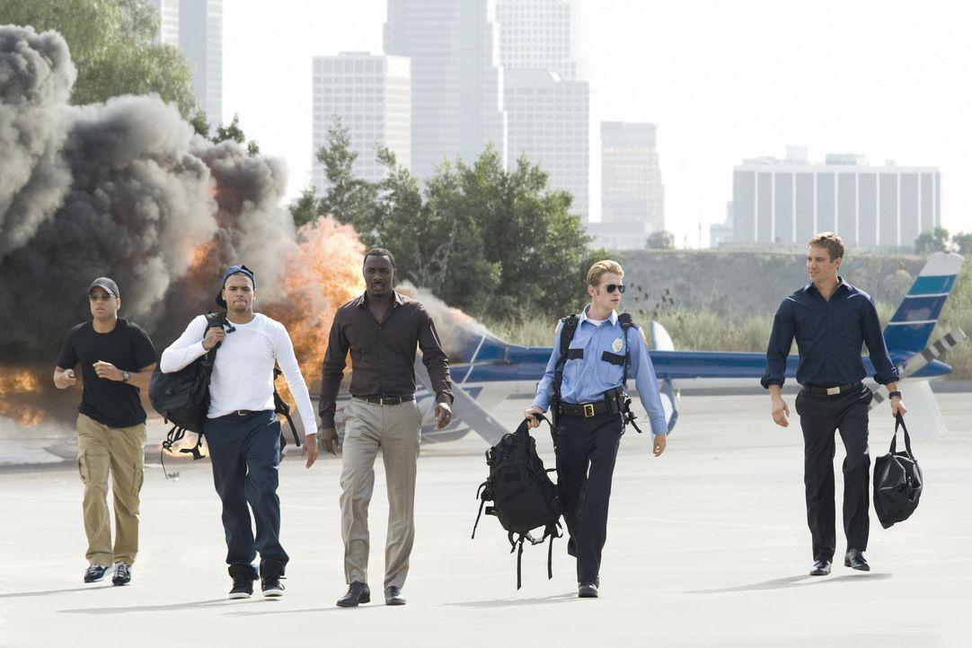 (v.l.n.r.) Jake (Michael Ealy), Jesse (Chris Brown), Gordon (Idris Elba), A.J. (Hayden Christensen) und John (Paul Walker) haben zum wiederholten Ma... - Bildquelle: 2010 Screen Gems, Inc. All Rights Reserved.