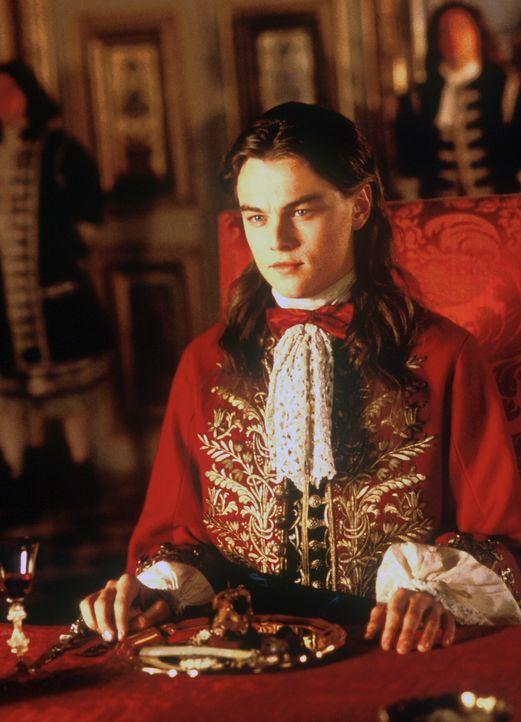 Als Zwillingsbruder ist Phillippe (Leonardo DiCaprio) dem König Ludwig XIV wie aus dem Gesicht geschnitten. Mit seiner Hilfe entwerfen nun die drei... - Bildquelle: 1998 UNITED ARTISTS PICTURES INC. All Rights Reserved