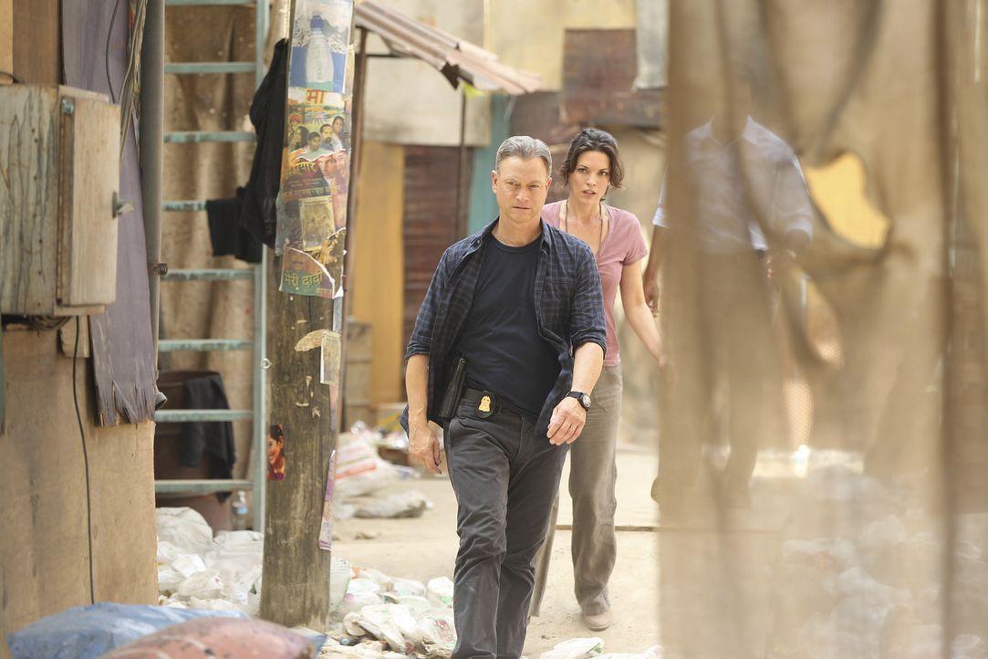 Jack (Gary Sinise, l.), Clara (Alana De La Garza, r.) und der Rest des Teams müssen in Mumbai einen Psychopathen finden, der Festivalbesuchern die O... - Bildquelle: Monty Brinton 2015 American Broadcasting Companies, Inc. All rights reserved.