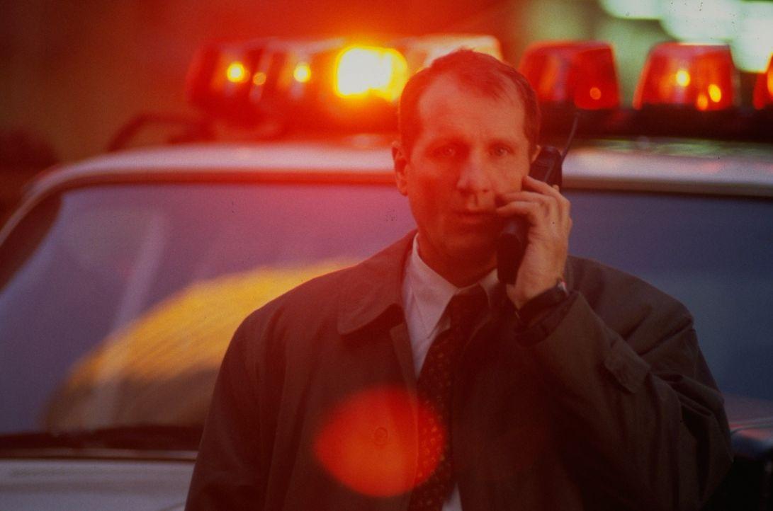 Detective Paulie Sellitto (Ed O'Neill) verfolgt gemeinsam mit seinen Kollegen des New Yorker Polizeipräsidiums einen Fall, der eigentlich schon zu d... - Bildquelle: Universal Studios International B. V.