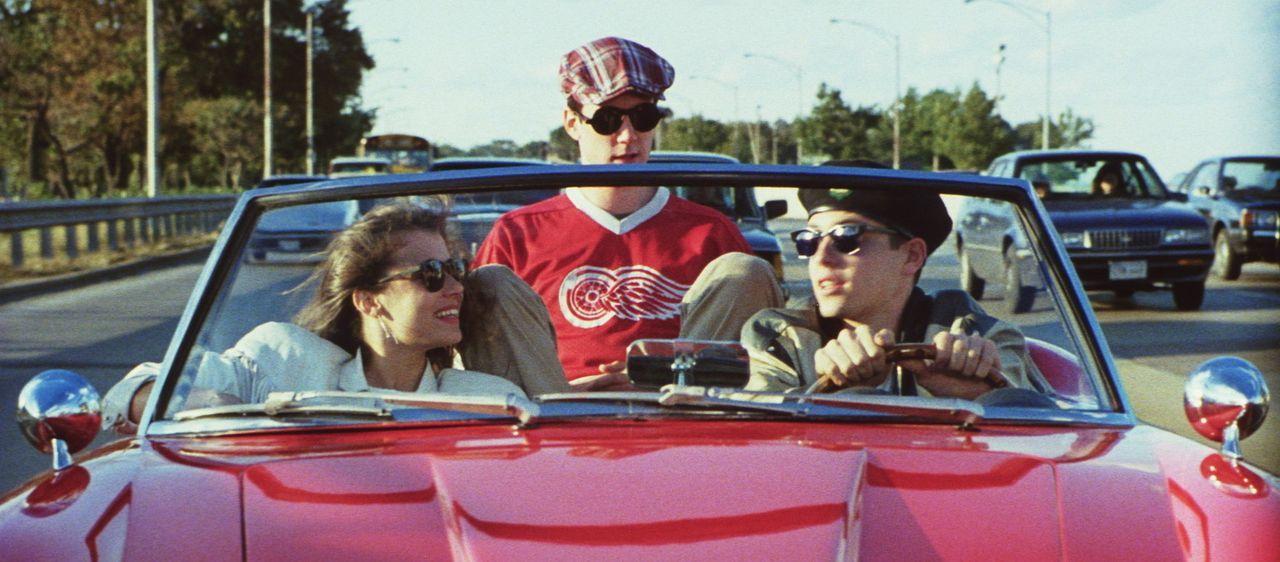 Ferris (Matthew Broderick, r.), Sloane (Mia Sara, l.) und Cameron (Alan Ruck, M.) gelingt es, Papis liebstes Stück zu demolieren ... - Bildquelle: Paramount Pictures