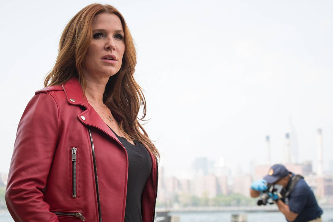 Was Carrie (Poppy Montgomery) nicht weiß, ist, dass Al und Russo dem Polizisten Tendler Drogen untergeschoben haben, um ihn wegen Korruption festneh... - Bildquelle: Jeff Neumann 2015, 2016 Sony Pictures Television Inc. All Rights Reserved. / Jeff Neumann