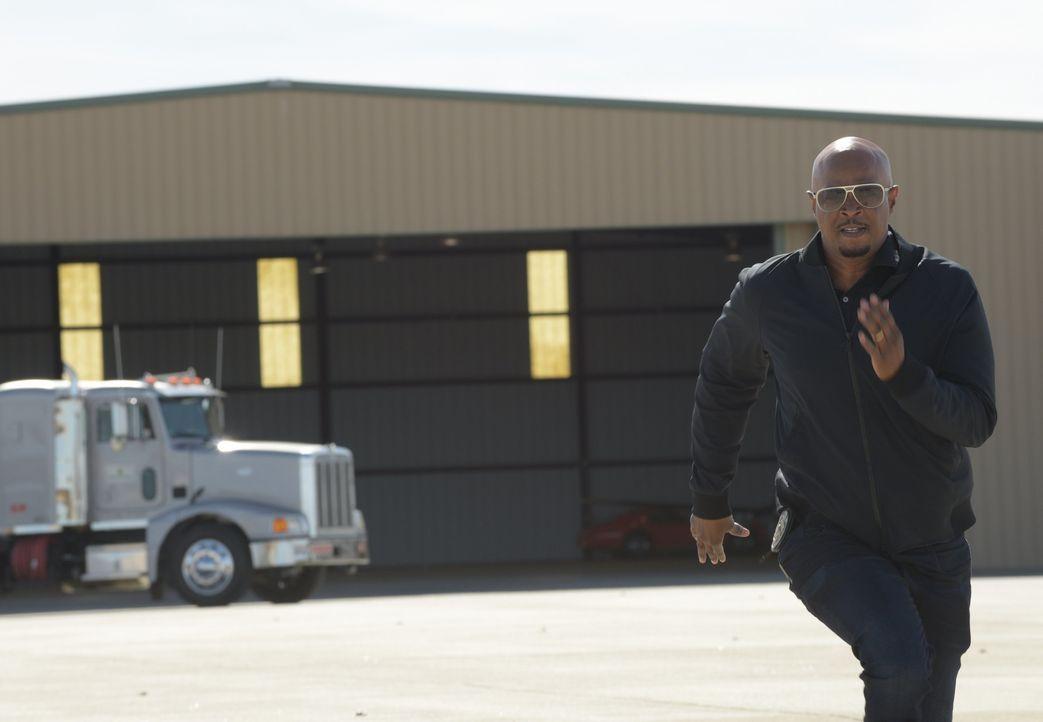 Muss seine Frau retten, als sie in die Hände von Kriminellen gerät: Murtaugh (Damon Wayans) ... - Bildquelle: Warner Brothers