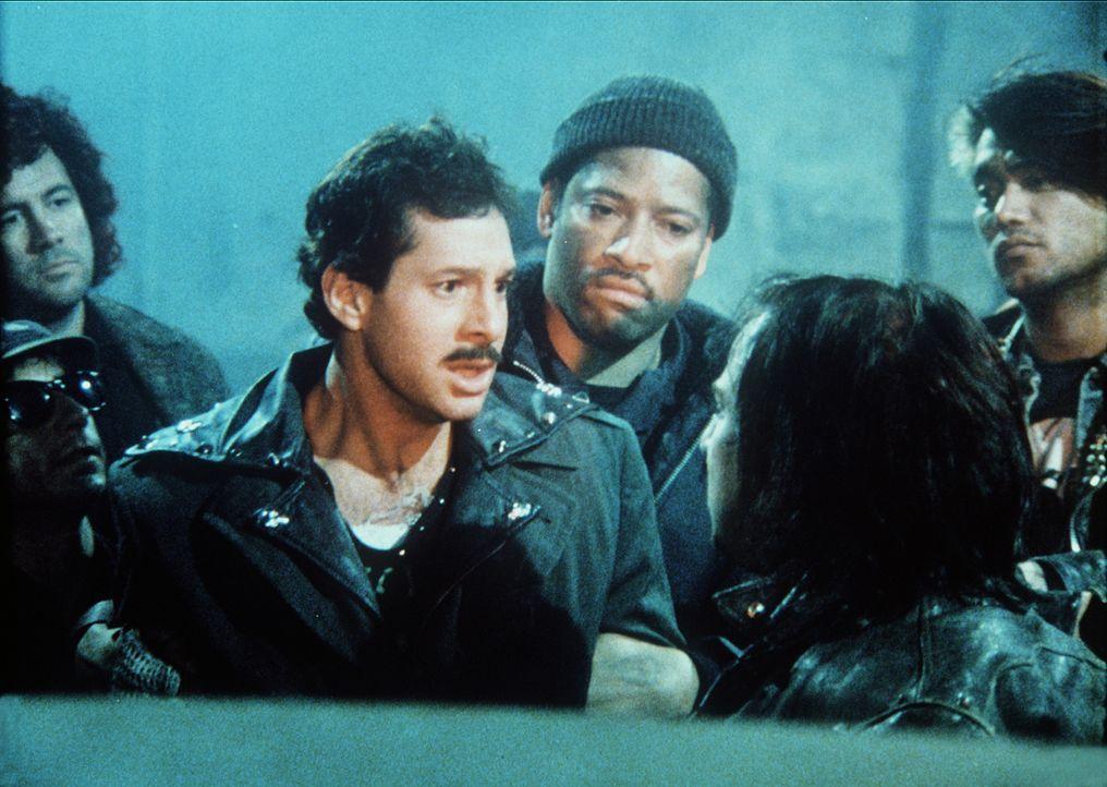Als es Officer Mahoney (Steve Guttenberg) gelingt, sich in die gefährliche Straßengang einzuschleusen, kann er die Ermittlungen erfolgreich abschlie... - Bildquelle: Warner Bros.
