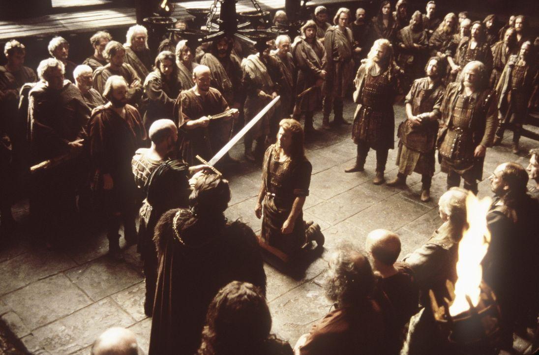 Aus Dankbarkeit für seine Verdienste wird William Wallace (Mel Gibson, knieend) von den schottischen Clan-Oberhäuptern zum Ritter geschlagen ... - Bildquelle: Paramount Pictures