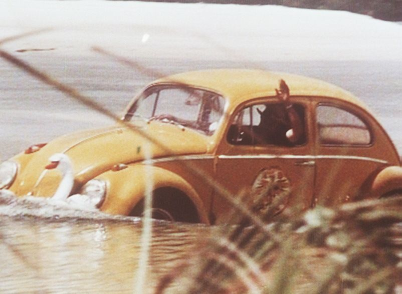 Weder zu Lande noch zu Wasser sind Ben (Richard Lynn) und sein wundersamer VW-Käfer 'Dudu' zu stoppen ... - Bildquelle: Beta Film GmbH