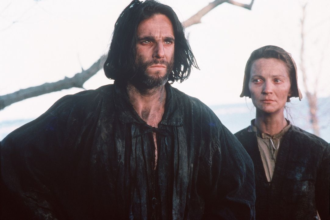 John Proctor (Daniel Day-Lewis, l.) erkennt, dass sein Seitensprung mit der jungen Abigail ein Fehler war und bittet seine Frau Elizabeth (Joan Alle... - Bildquelle: 20th Century Fox Film Corporation