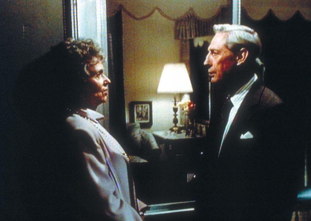 Zwischen den beiden Rentnern Laura (Martha Scott, l.) und Roy (Harvey Vernon, r.) bahnt sich eine Romanze an. - Bildquelle: Worldvision Enterprises, Inc.