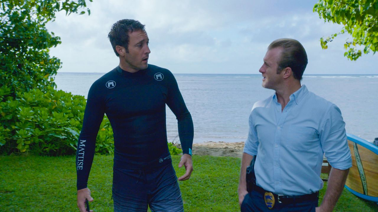 Bei den Ermittlungen in einem neuen Fall geraten Danny (Scott Caan, r.) und Steve (Alex O'Loughlin, l.) in große Gefahr ... - Bildquelle: 2013 CBS Broadcasting Inc. All Rights Reserved