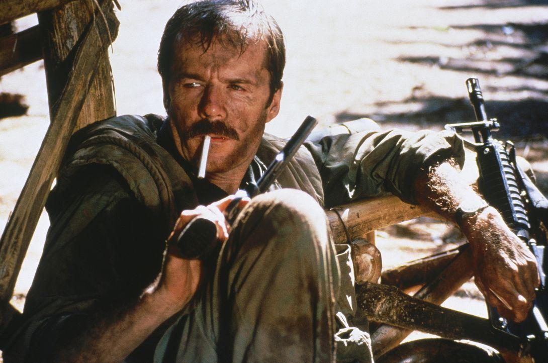 Als Sergeant McNamara (Robert F. Lyons) ein frischgebackener Lieutenant ohne Kriegserfahrung als Vorgesetzter zugewiesen wird, ist er ziemlich entse... - Bildquelle: Cannon Film Distributors