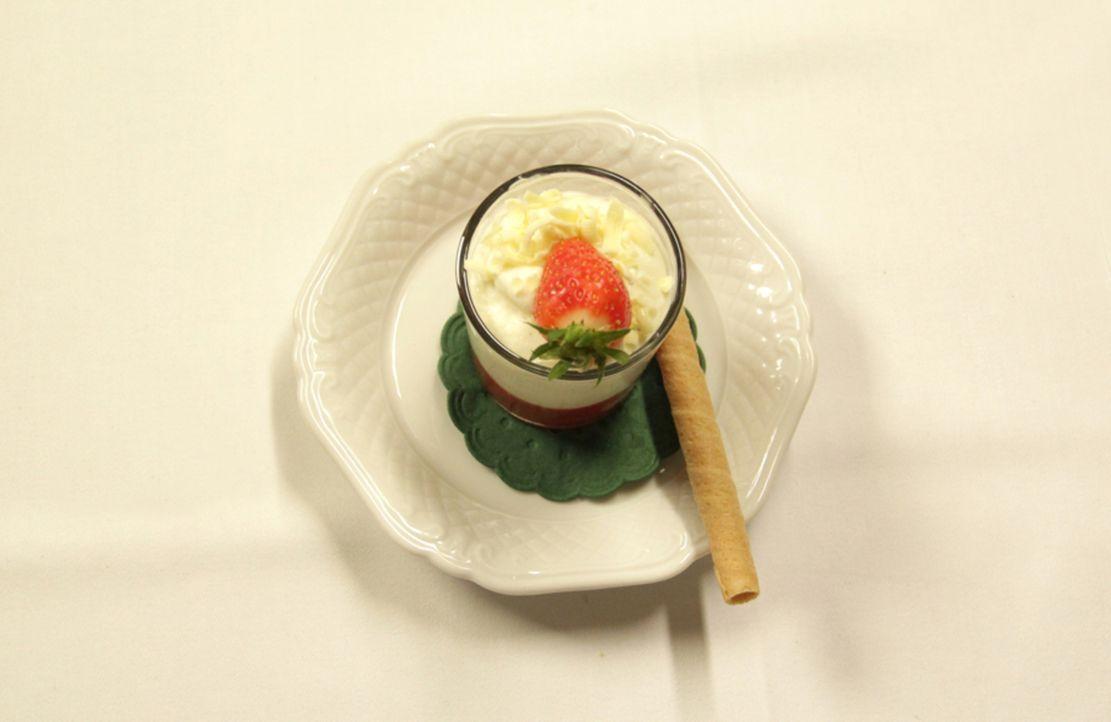 Das Beste zum Schluss: Ein köstliches Dessert rundet das Menü für die Testesser ab ... - Bildquelle: kabel eins