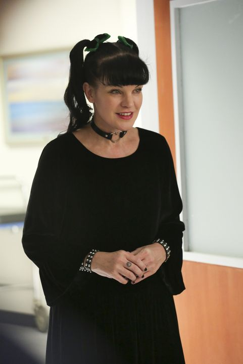 Eilt mit Delilah, die in den Wehen liegt, zum Krankenhaus: Abby (Pauley Perrette) ... - Bildquelle: Michael Yarish 2017 CBS Broadcasting, Inc. All Rights Reserved. / Michael Yarish
