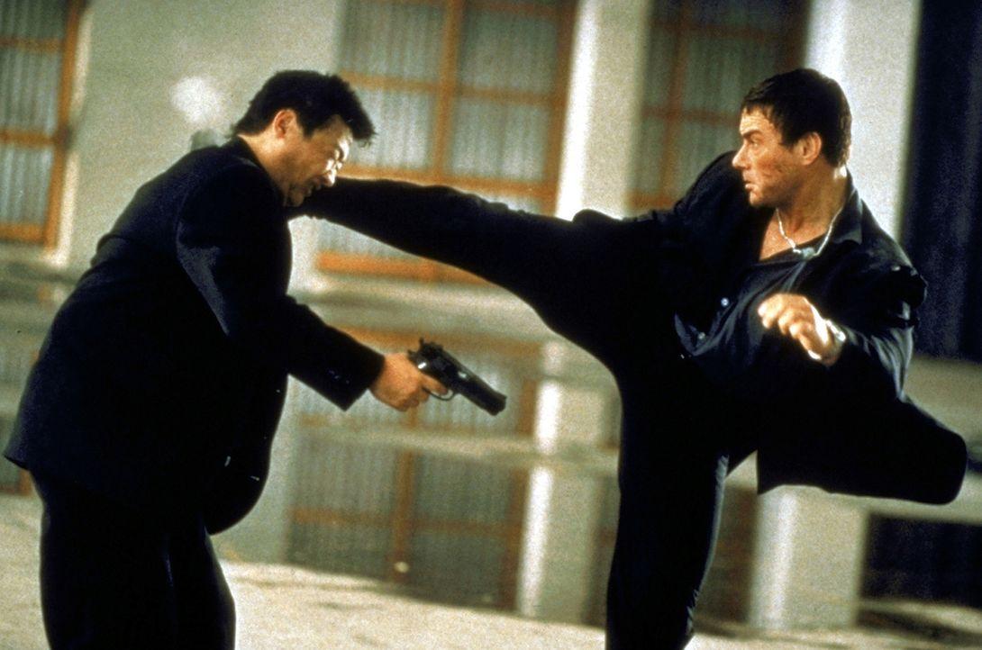 Kick-Off: Marcus (Jean-Claude van Damme, r.) ... - Bildquelle: TriStar Pictures