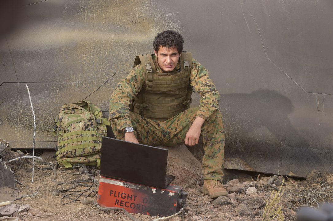 Nachdem ein Militärflugzeug über Bosnien abgeschossen wird, müssen Walter (Elyes Gabel) und sein Team auf eine ganz besondere Mission gehen ... - Bildquelle: Ron Jaffe 2014 CBS Broadcasting, Inc. All Rights Reserved