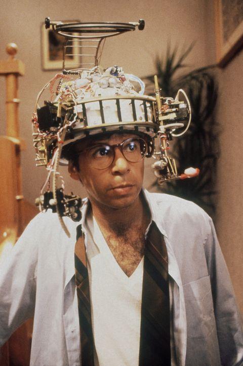 Der geniale Erfinder Wayne Szalinski (Rick Moranis) arbeitet an einer Vergrößerungsmaschine. Da unterläuft ihm ein fatales Missgeschick ... - Bildquelle: Walt Disney
