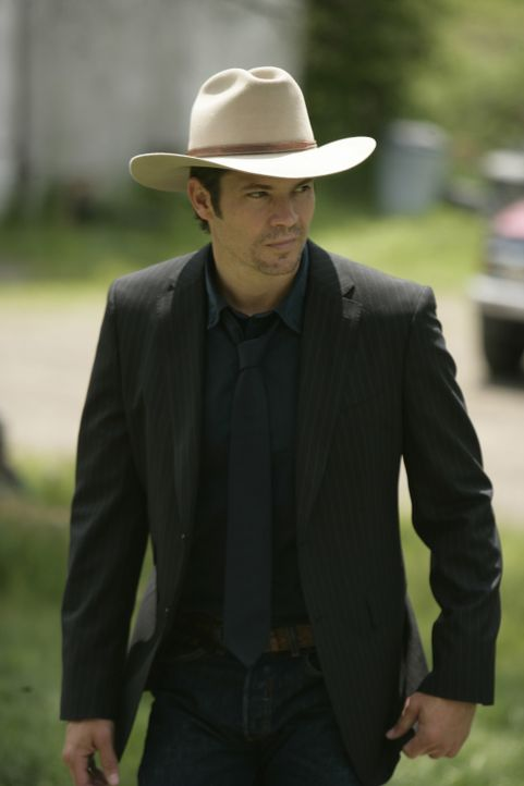 In seiner alten Heimatstadt findet sich Deputy U.S. Marshal Raylan Givens (Timothy Olyphant) in einem regelrechten wilden Westen des einundzwanzigst... - Bildquelle: 2010 Sony Pictures Television Inc. and Bluebush Productions, LLC. All Rights Reserved.