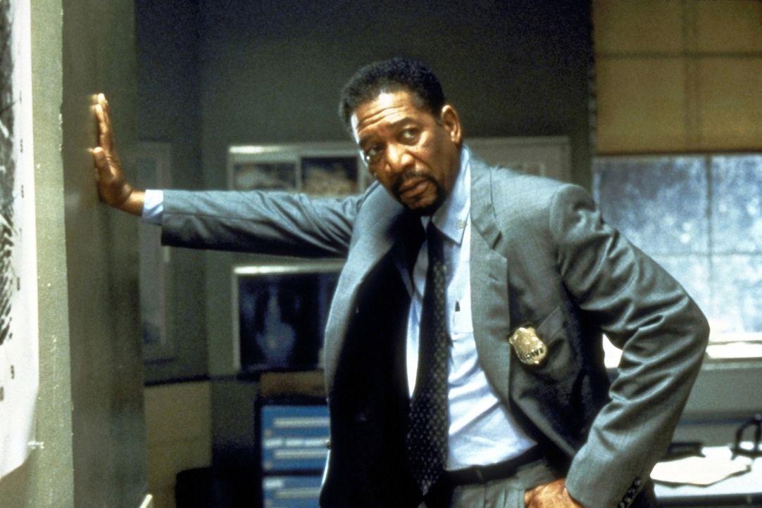 Der Polizeipsychologe Alex Cross (Morgan Freeman) begibt sich nach der Entführung seiner Nichte nach North Carolina, wo diese und weitere junge Fra... - Bildquelle: Paramount Pictures