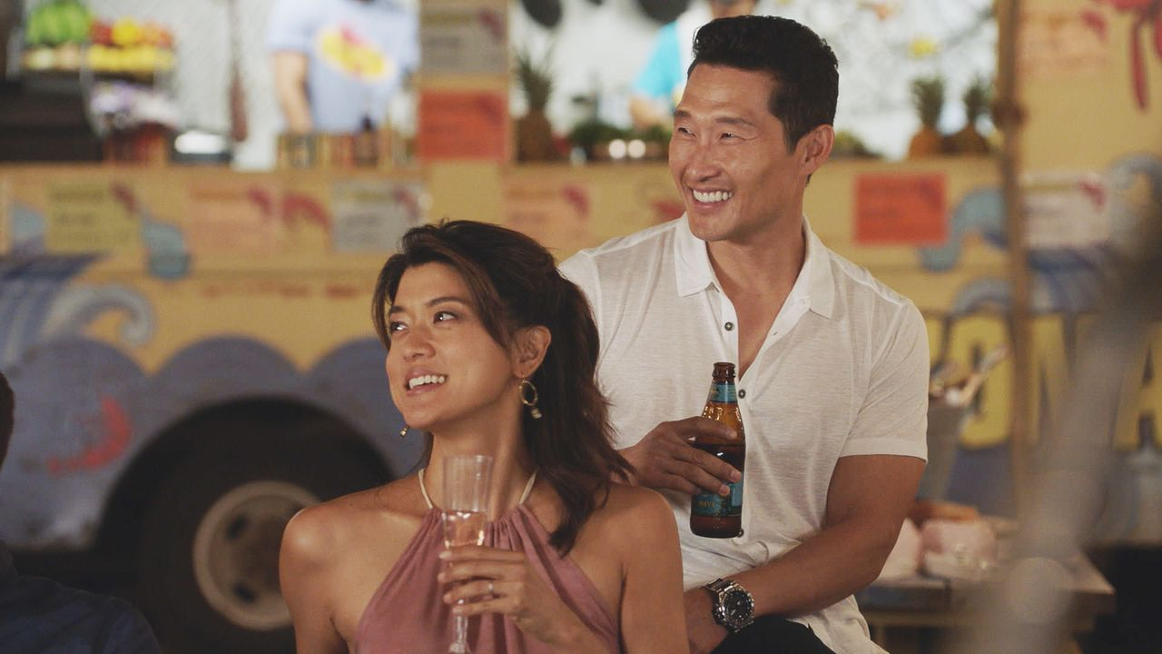 Müssen sich von Max verabschieden - der die Insel verlassen möchte: Kono (Grace Park, l.) und Chin (Daniel Dae Kim, r.) ... - Bildquelle: Norman Shapiro 2016 CBS Broadcasting, Inc. All Rights Reserved / Norman Shapiro
