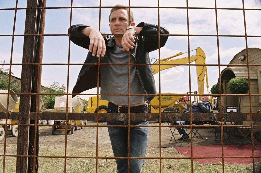 Er (Daniel Craig) hat es geschafft, sich trotz seiner schmutzigen Drogengeschäfte nie wirklich die Hände schmutzig zu machen, und so denkt er jetz... - Bildquelle: 2004 Columbia Pictures Industries, Inc. All Rights Reserved.